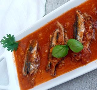 كلة تونسية، سمك سردين حار محشي مع صلصة طماطم