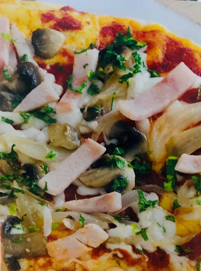 بيتزا الفطر و شرائح الجمبون